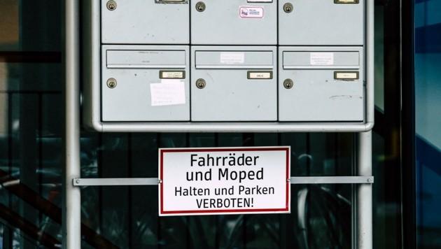 Speziell Immobilienmakler werfen dieser Tage ihre Werbung in die Postkästen ein. (Bild: Tröster Andreas)