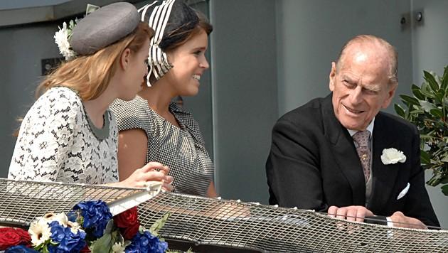 Prinz Philip mit den Prinzessinnen Beatrice und Eugenie 2012 (Bild: www.pps.at)