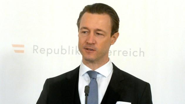 Finanzminister Gernot Blümel (Bild: APA/HERBERT PFARRHOFER)