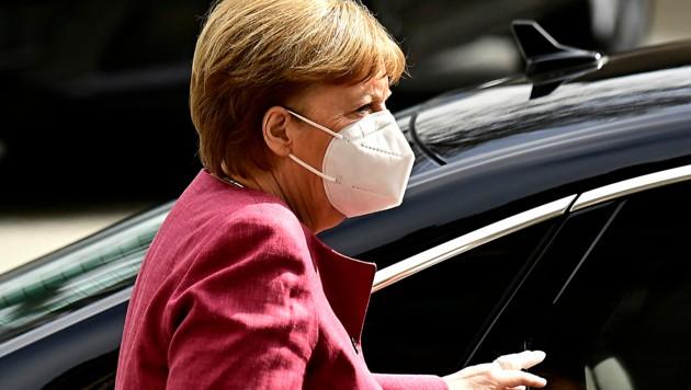 Bundeskanzlerin Angela Merkel hat sich offenbar für den Impfstoff von AstraZeneca entschieden. (Bild: APA/AFP/Tobias SCHWARZ)