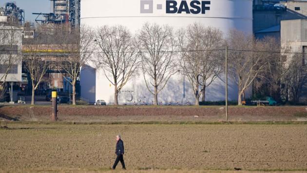 In deutschen Unternehmen beginnen die Corona-Impfungen. Der BASF-Konzern in Ludwigshafen verabreichte bereits 400 Dosen. (Bild: AFP)