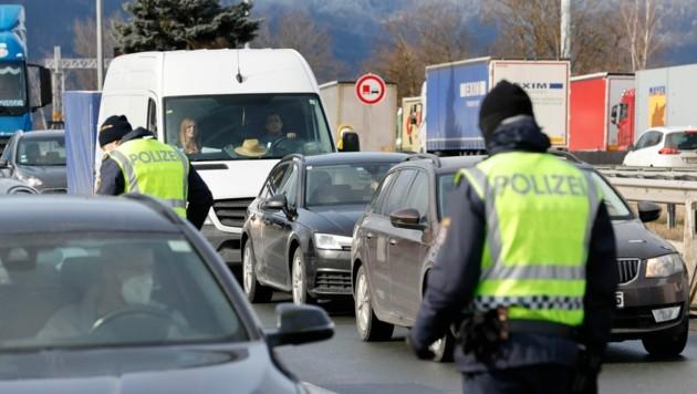 n den Grenzen zu Österreich wird stichprobenartig kontrolliert (Bild: Markus Tschepp)