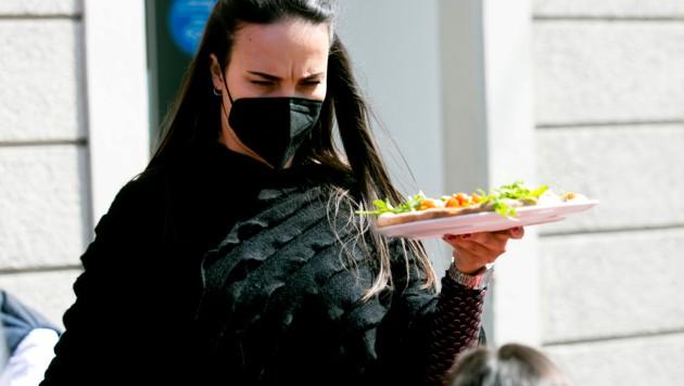 Speisen werden wieder auf Tellern serviert, nicht in der Box zum Mitnehmen (Bild: Mathis Fotografie)