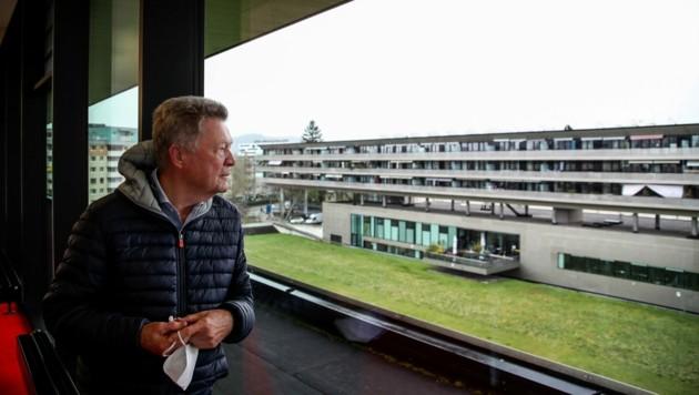 Der Ausblick von der Stadtbibliothek auf den noch erhaltenen Rasen in Lehen. (Bild: Tröster Andreas)