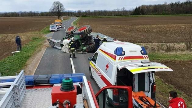 Der Traktor musste geborgen werden (Bild: Presseteam BFVRA / Konrad)
