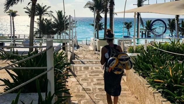 Lena Plesiutschnig ist in Cancun trotz des malerischen Strandes nicht auf Urlaub. (Bild: Schützenhöfer/Plesiutschnig)