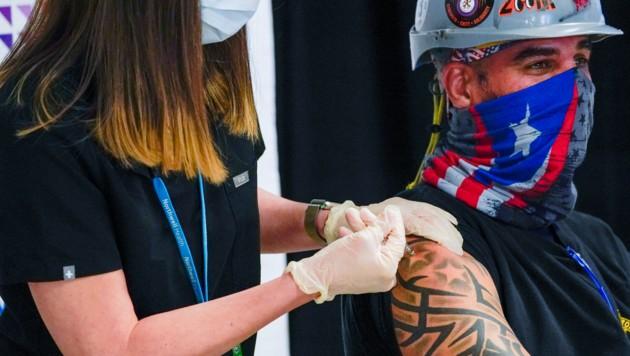 Der CEO von Pfizer geht davon aus, dass eine jährliche Auffrischung mit dem Biontech/Pfizer-Impfstoff notwendig ist. (Bild: AP)
