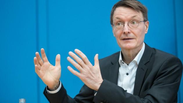 Karl Lauterbach ist SPD-Politiker, aber auch Arzt und Epidemiologe. Er warnt vor einer vierten Infektionswelle im Herbst. (Bild: AFP)