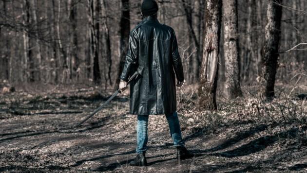 """In einem deutschen Park ist ein Mann mit """"einer Art Samuraischwert"""" auf Polizisten losgegangen. (Bild: stock.adobe.com)"""