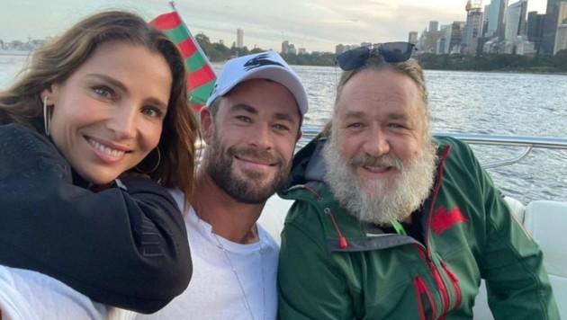Elsa Pataky, Chris Hemsworth und Russell Crowe (Bild: instagram.com/russellcrowe)