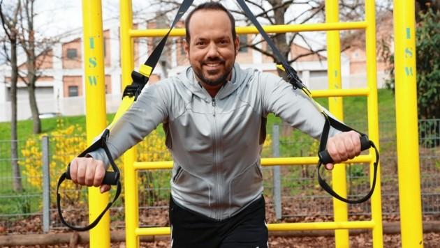 """Der 37-jährige Patrick Budgen beim Work-out im Park in Wien-Hernals - wochentags moderiert er """"Wien Heute """" (19 Uhr, ORF 2) und """"Guten Morgen Österreich"""". (Bild: Zwefo)"""