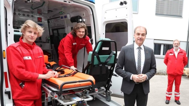 Landesrat Leo Schneemann bedankte sich persönlich für den Einsatz der Zivildiener, gerade in der Krise. Aktuell herrscht im Burgenland aber Mangel an den wichtigen Helfern. (Bild: Judt Reinhard)