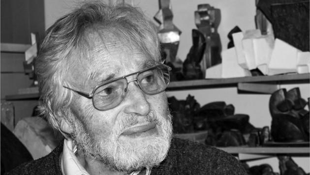 Der bekannte Haller Bildhauer und Grafiker Franz Pöhacker (1927 bis 2021), der neben seinem bedeutenden künstlerischen Schaffen 20 Jahre lang als hervorragender Pädagoge Bildnerische Erziehung am Franziskaner-Gymnasium unterrichtete. (Bild: Galerie Maier)