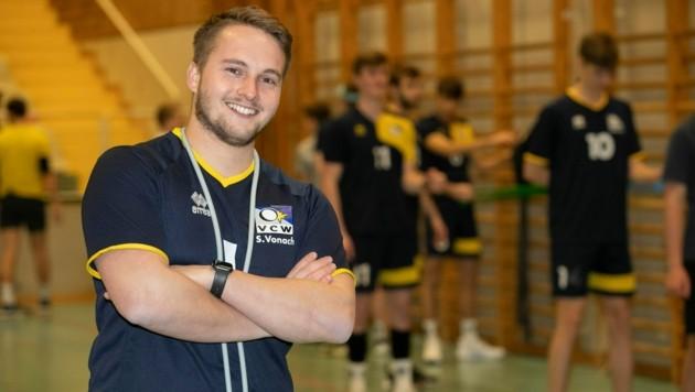 Aufspieler, Präsident und seit Jahresbeginn auch noch Trainer: VC-Wolfurt-Tausendsassa Sebastian Vonach ist auf der Suche nach einem Übungsleiter. (Bild: Maurice Shourot)