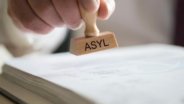 Das Trio möchte jetzt Asyl (Bild: stock.adobe.com)