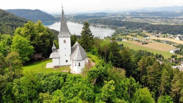 Auf dem Georgiberg bei St. Kanzian steht die Georgikirche, in dessen Turm eine Wunschglocke hängt. (Bild: Patrick Riepl)