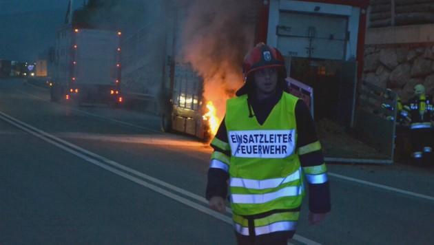 Dienstgrad Brandinspektor: Als auf der A9, unweit seines Heimatorts Ardning, ein Tiertransporter brannte, war Sandner Feuerwehr-Einsatzleiter - seine Feuerprobe. (Bild: Gilbert Sandner)