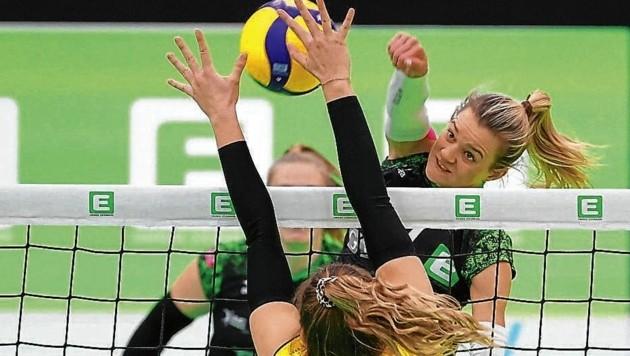 Im Finale gegen Linz müssen Linda Peischl (hi.) und ihre UVC-Kolleginnen voll draufhauen. (Bild: GEPA pictures)