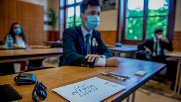 Vor allem die Eltern der ungarischen Schüler haben wegen der Öffnung ihre Bedenken geäußert. (Bild: AFP)