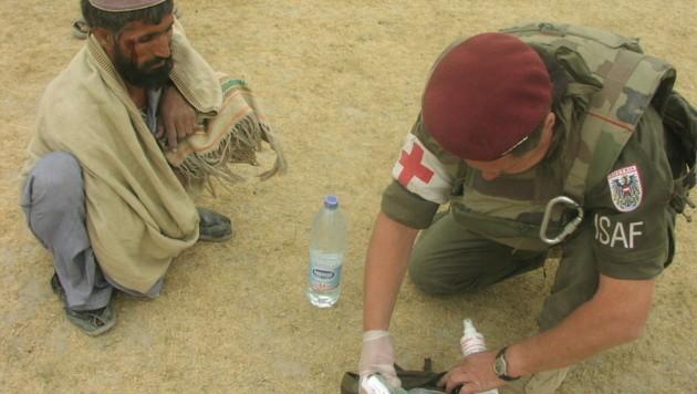 Immer wieder wurden auch verletzte Zivilisten medizinisch versorgt. (Bild: Bundesheer)