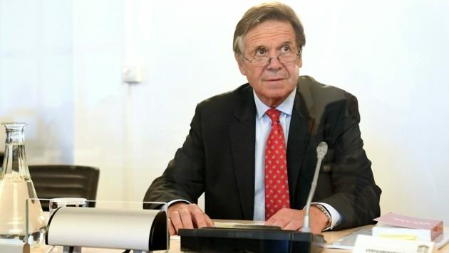 Verfahrensrichter Wolfgang Pöschl hat alle Hände voll zu tun (Bild: APA/HELMUT FOHRINGER)