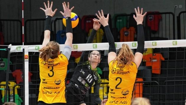 Anja Dörfler (Mi.) und Co. konnten die Linzerinnen nicht überwinden. (Bild: Pail Sepp)