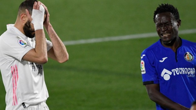 Karim Benzema und Djene Dakonam. (Bild: AFP/Pierre-Philippe Marcou)