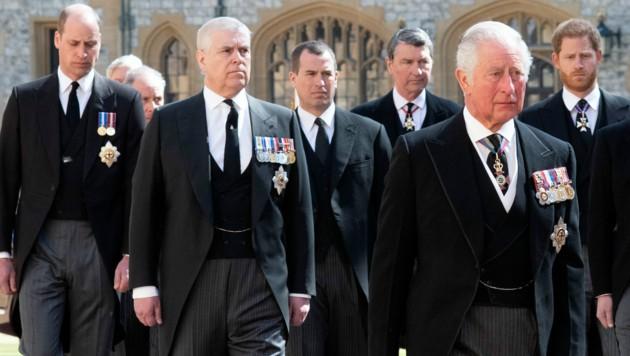Prinz Charles führte den Trauerzug für Prinz Philip an. Hinter ihm gingen seine Söhne Prinz William und Prinz Harry. (Bild: David Dyson / Camera Press / picturedesk.com)
