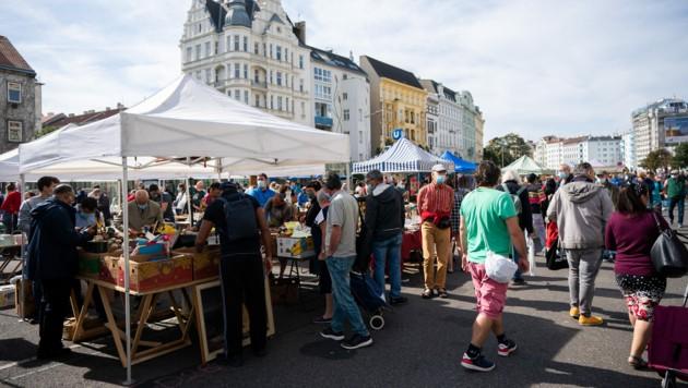 Flohmarkt des Wiener Naschmarkts im Jahr 2020 (Bild: APA/GEORG HOCHMUTH)