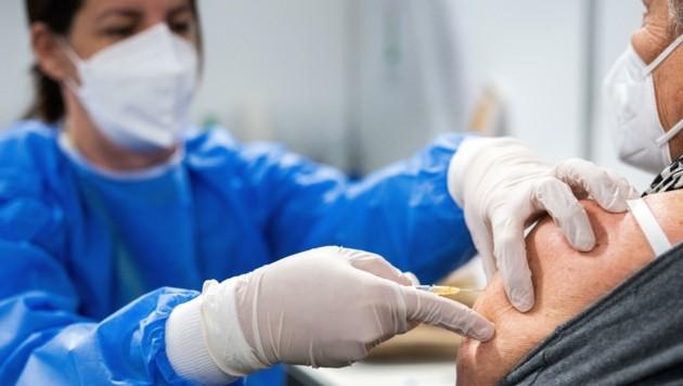 Spontane Impftermine gibt es aktuell nur mit Hauptwohnsitz – die Rechtsfrage ist unklar. (Bild: APA/Georg Hochmuth)