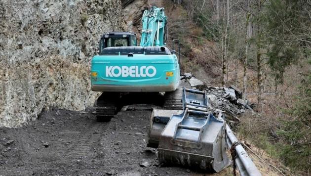 Die Aufräum- und Sanierungsarbeiten könnten zwei Wochen andauern. (Bild: Roland Hölzl)