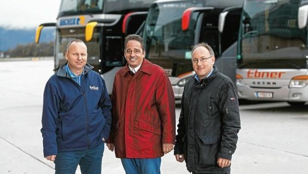 Busflotte ist wieder auf Kurs: Die Unternehmer Martin Bacher, Andreas Osinger, Thomas Hofstätter rüsten für die Zukunft. (Bild: GLEISSFOTO)
