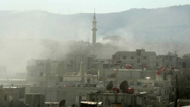 Russische Kampfflugzeuge haben bei einem Angriff auf ein Rebellenlager nordöstlich der syrischen Stadt Palmyra in Syrien mindestens 200 Aufständische getötet. (Bild: AFP)