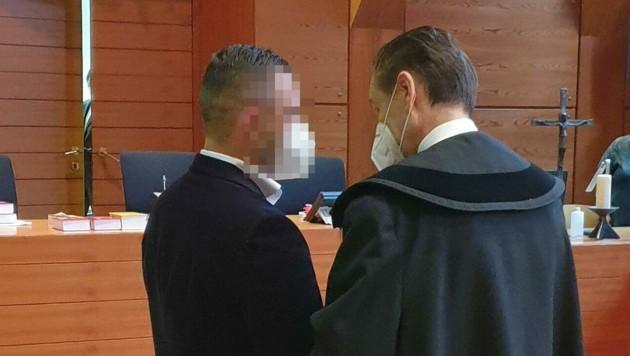 Der Angeklagte mit Verteidiger Kapferer (rechts) (Bild: Andreas Moser)