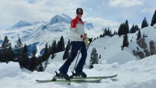 Nina Ortlieb ist drei Monate nach ihrem schweren Trainingssturz in Crans Montana in ihrer Lecher Heimat zurück auf (Touren)Skiern. (Bild: Privat)