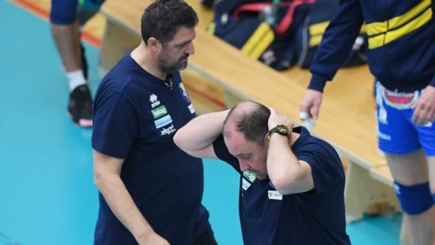 Weltuntergangsstimmung. Nach dem 0:3 in der Finalserie trennt sich Aich-Boss Micheu (r.) von Langzeit-Coach Hafner. (Bild: F. Pessentheiner)