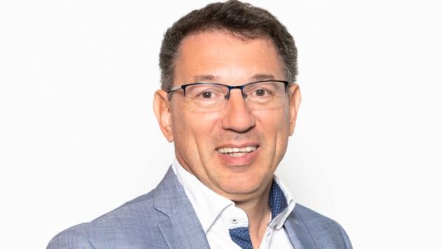 Fachgruppen-Obmann Robert Pozdena streicht einzigartige Serviceleistungen der Niederösterreichischen Wirtschaftskammer-Fachgruppe hervor. (Bild: David Schreiber)