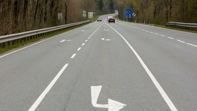 Abzweigung Oberndorf: Ein Kreisverkehr könnte helfen. (Bild: Tschepp Markus)