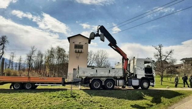 Diese Stromleitung wurde einem Arbeiter zum Verhängnis. (Bild: FF Köttmannsdorf)
