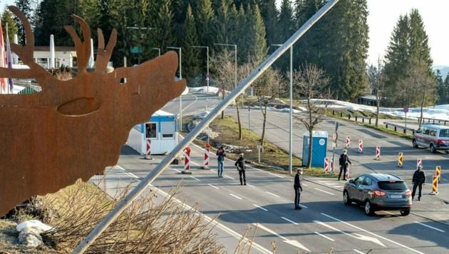 Die Ausreisetestpflicht aus dem Bregenzerwald wurde bis 4. Mai verlängert. (Bild: APA/DIETMAR STIPLOVSEK)