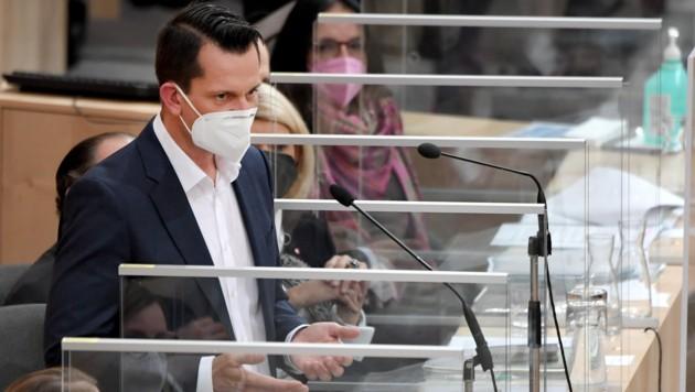 """""""Es ist noch lange nicht vorbei"""", sagte der neue Gesundheitsminister Wolfgang Mückstein bei seinem ersten Auftritt im Parlament. (Bild: APA/Roland Schlager)"""