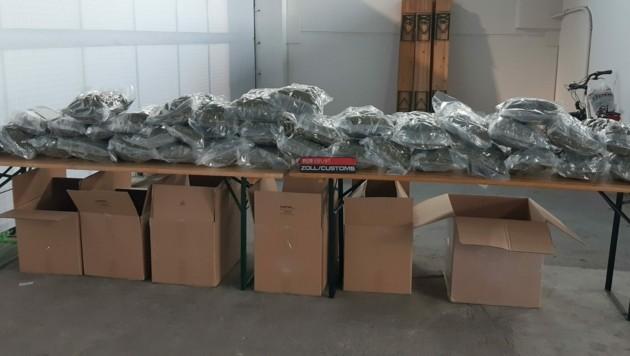 Insgesamt 37 Kilo Drogen waren in den Kartons verpackt. (Bild: BMF/ZA)
