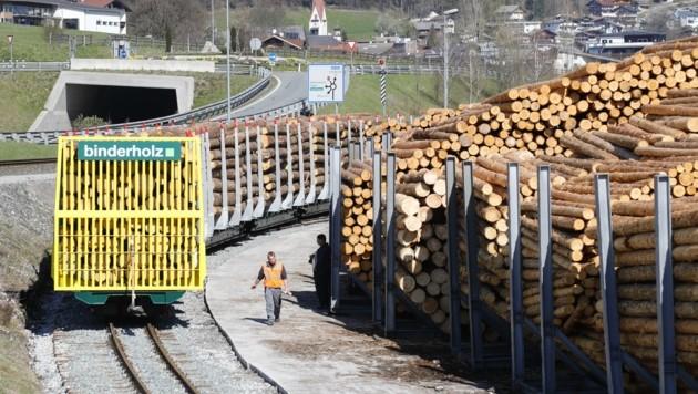 Ein Waggon kann zwei Lkw-Fahrten auf der B 169 ersetzen. (Bild: Birbaumer Christof)