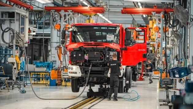 Von derzeit 84 Lkw wird die Produktion in Steyr bald auf 70 pro Tag heruntergefahren. (Bild: Markus Wenzel)