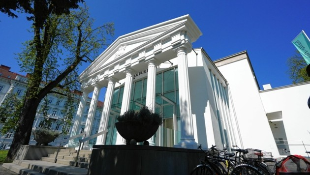 Temporäre Säulen für den neu ausgerichteten Kunsttempel. (Bild: Sepp Pail)