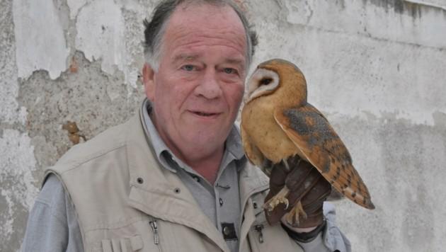 """Reinhard Osterkorn, Vogelexperte und """"Seele"""" der Greifvogelstation (Bild: liveBild)"""