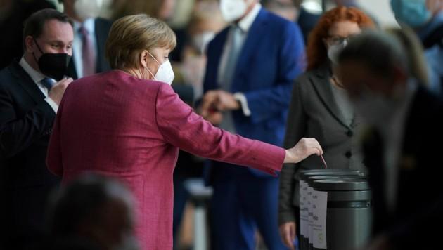 Für Bundeskanzlerin Angela Merkel ist die Notbremse überfällig. (Bild: AP)