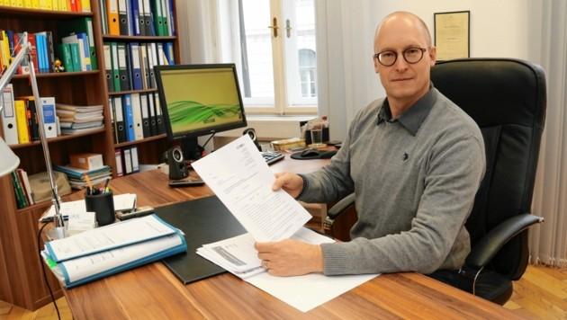 Anwalt Roland Zistler hat Anzeige gegen Gesundheitsamt-Leiterin Eva Winter erstattet. (Bild: Christian Jauschowetz)