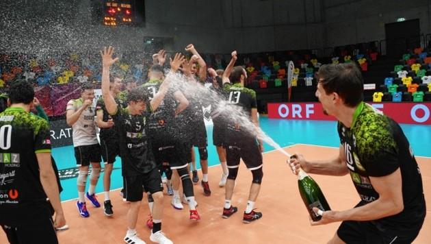 Meister! UVC Graz badete im Sekt (Bild: Pail Sepp)