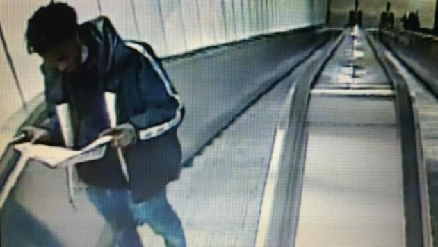 Die Polizei bittet um Hinweise. Wer kennt diesen Burschen? (Bild: LPD Wien)